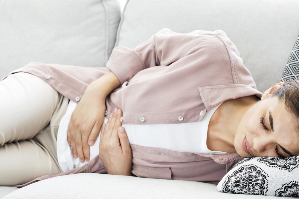 生理痛を抱える女性