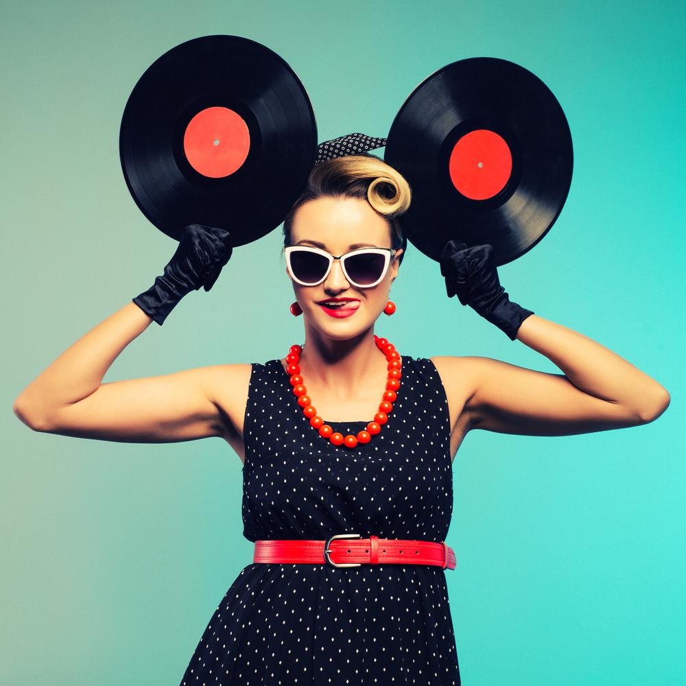 レコードと女性