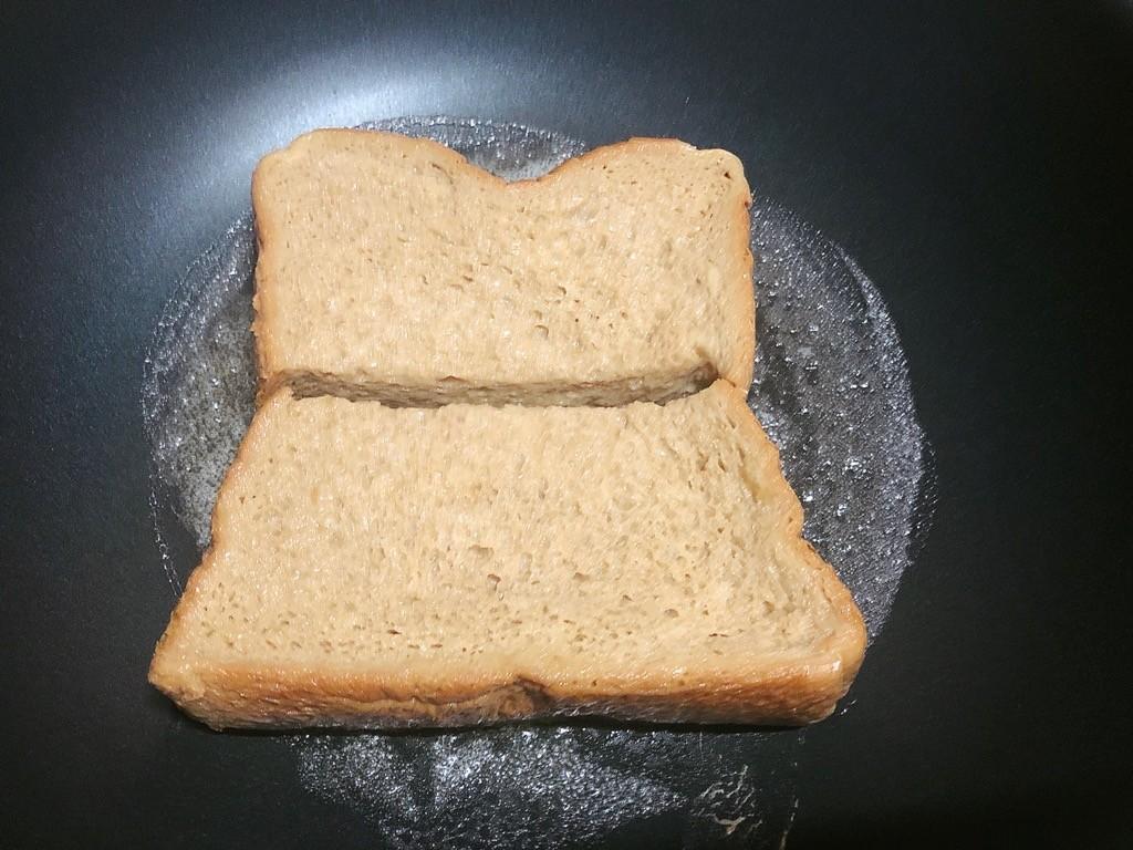 フレンチトーストを焼く