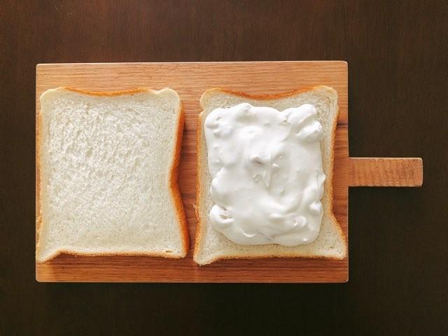 食パンにクリーム