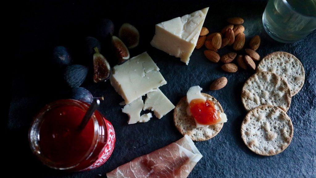 トマトジャムとチーズ