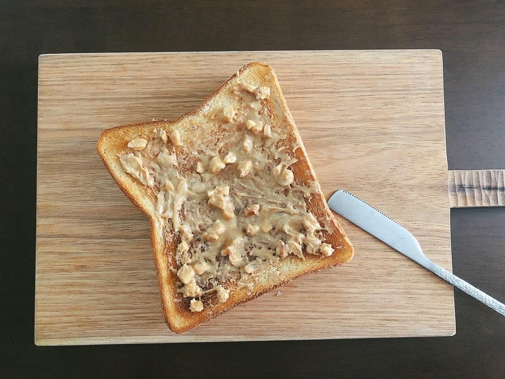 ピーナッツバターを塗布