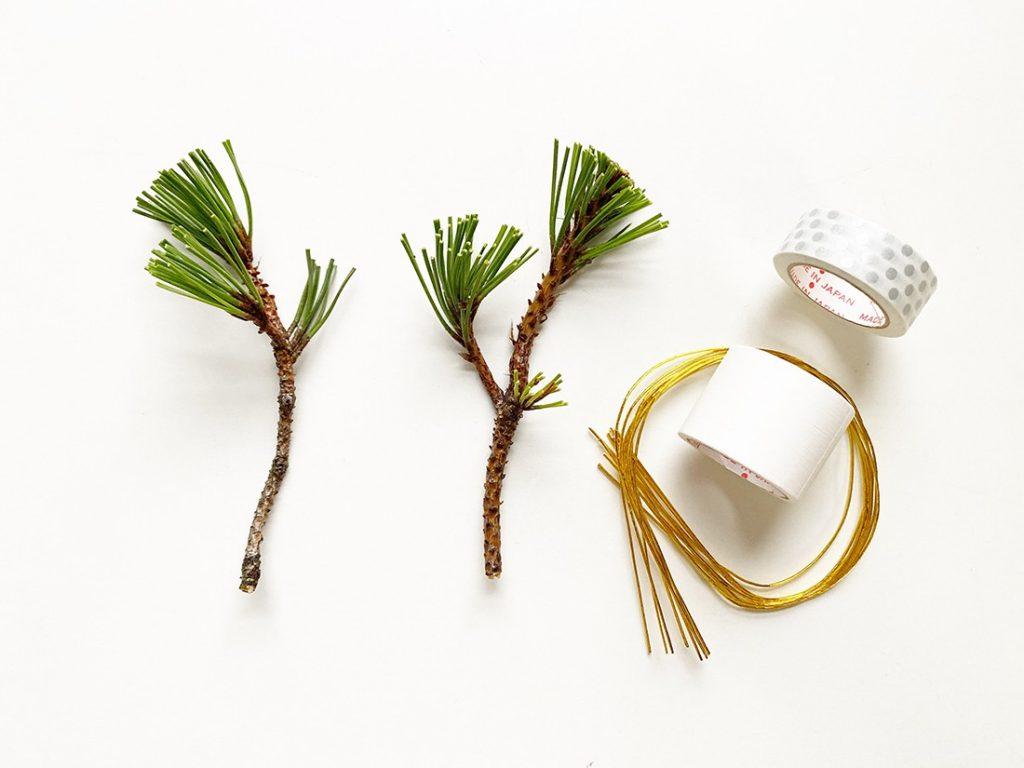 松の枝とマスキングテープ