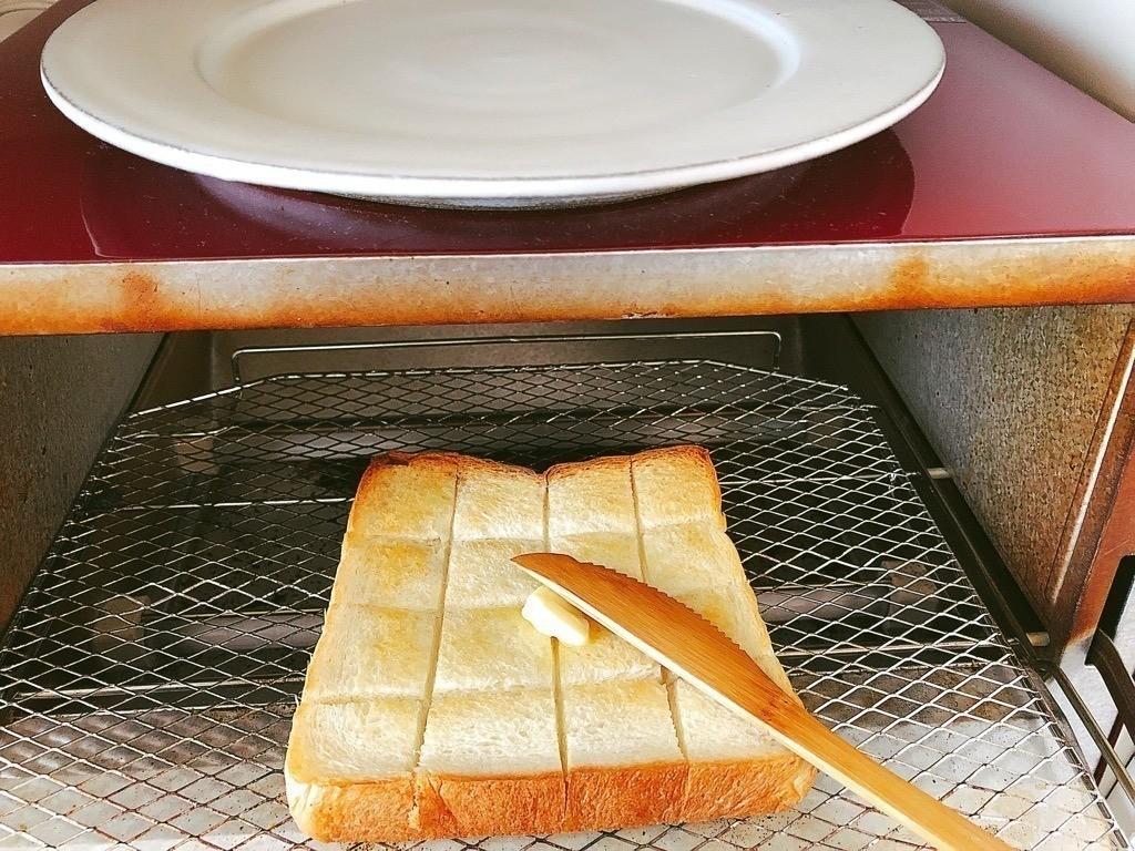 食パンをトースト