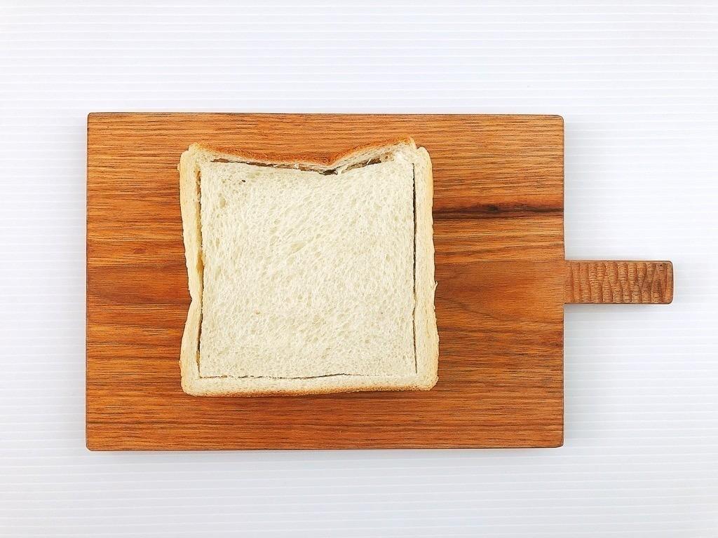 食パンに切り込み