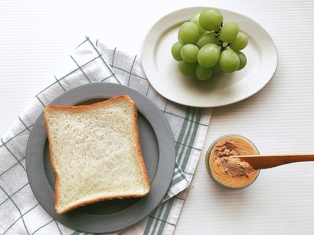 食パンとマスカット