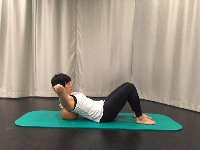 背骨の右側へアプローチ