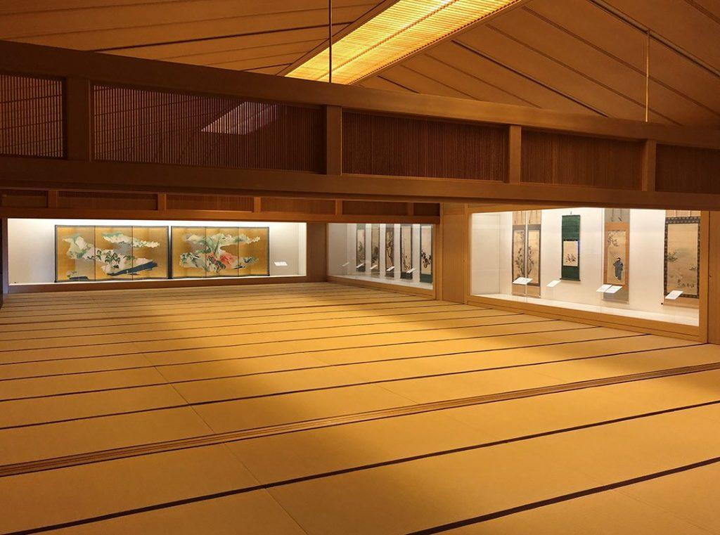 120畳の広さを誇る嵯峨嵐山文華館の2階展示室