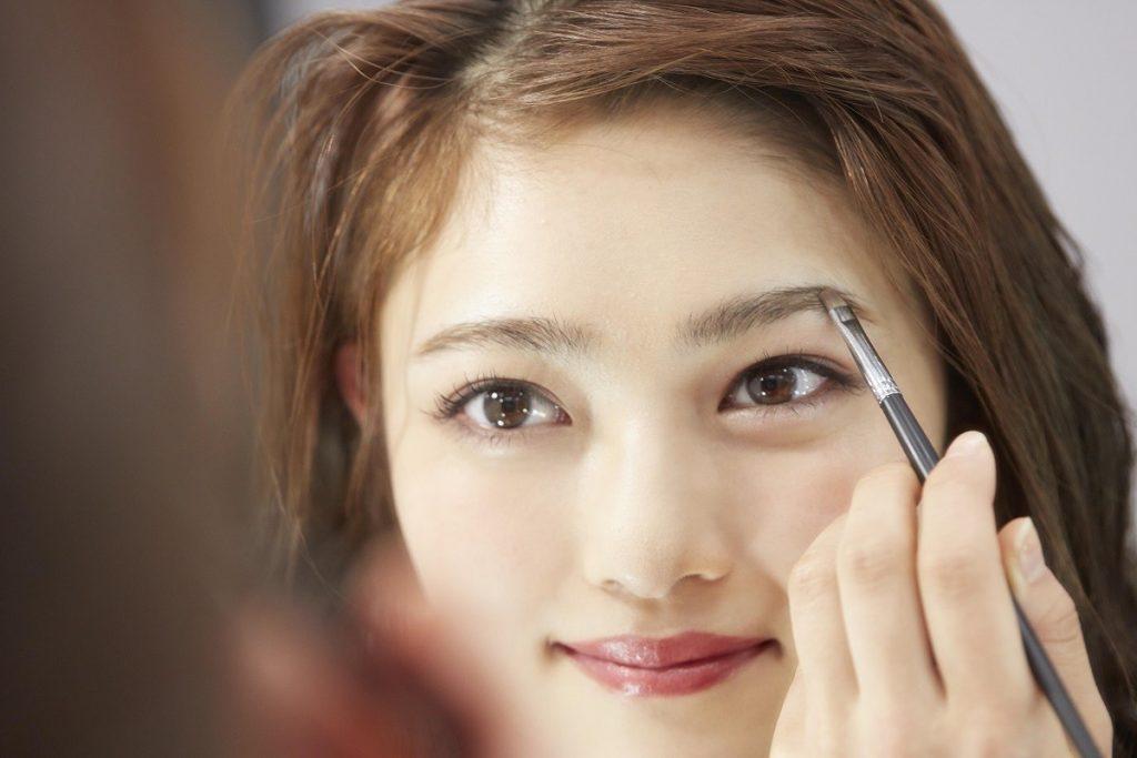 眉 女優 ゲジ 眉毛が太い・濃い!濃い眉毛の量の減らし方とふんわりさせる整え方 [山本浩未のきれいのソース]